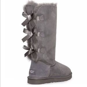 GREY BAILEY BOW UGGS WITH BOX